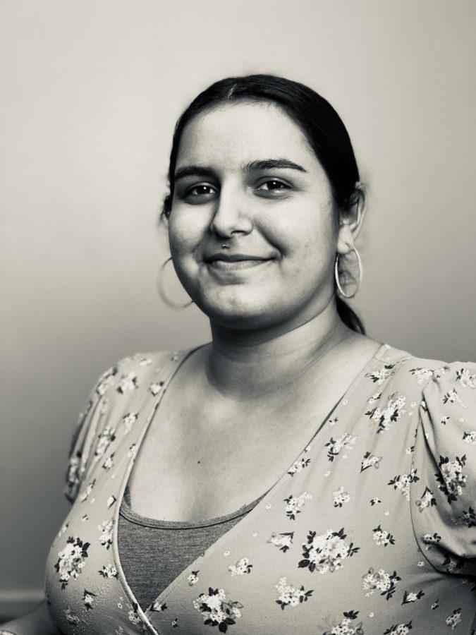 Rosali Flores, Editor